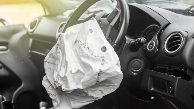 Verkehrsunfall Airbag Symbolbild