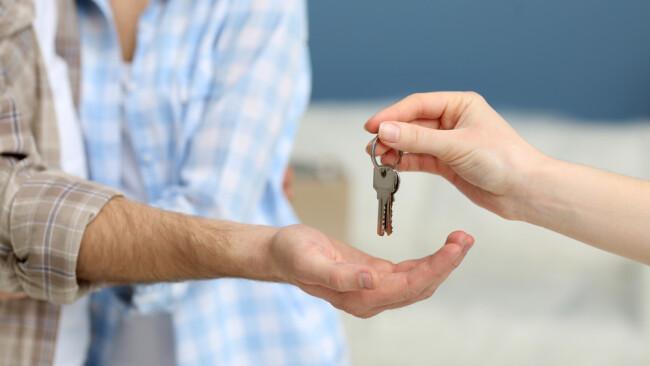Schlüssel Schlüsselübergabe Wohnung Wohnbau Symbolbild