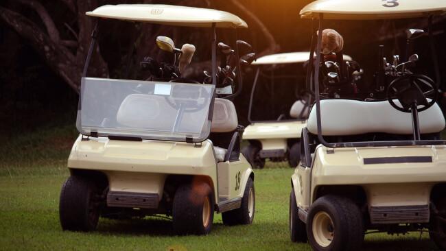 Golfcar Golfwagen Symbolbild