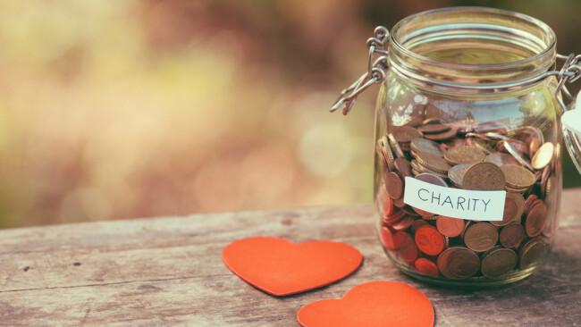 Spendensammlung Symbolbild Spendenaktion Spenden Kind Eltern Tod Todesfall Charity