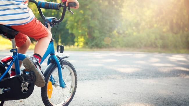 Rad Kinderrad Kinderfahrrad Symbolbild