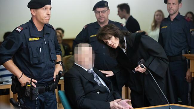 Der Angeklagte mit seiner Anwältin Astrid Wagner