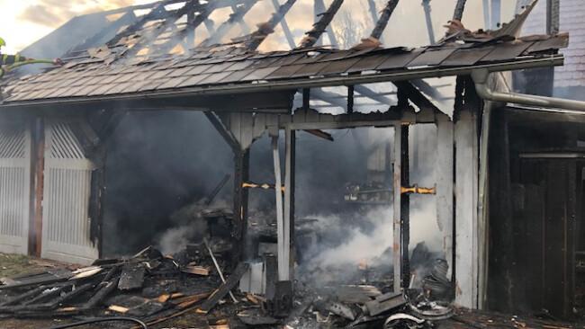 Bei einem Feuer in Urbersdorf, Bezirk Güssing, wurde ein Nebengebäude vollständig zerstört.