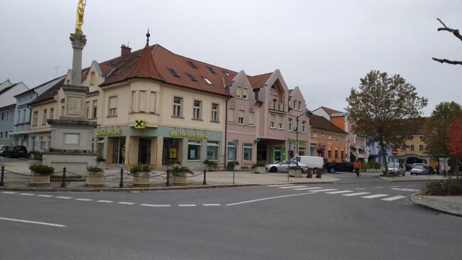440_0008_7959925_owz43dmf_hauptplatzpinkafeld.jpg