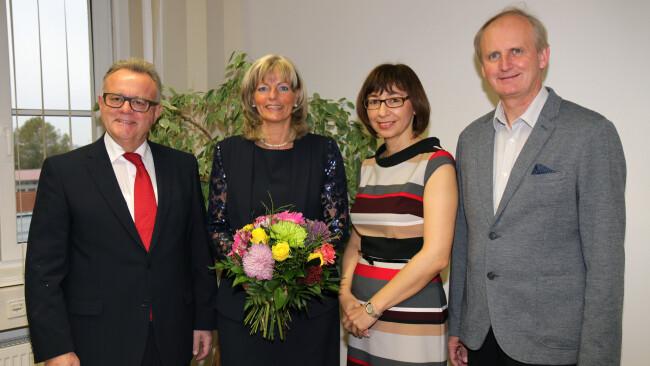 Landeshauptmann Hans Niessl mit Neusiedls Bürgermeisterin Elisabeth Böhn, NAbg. Erwin Preiner und Bezirkshauptfrau Mag.a Birgit Lentsch.