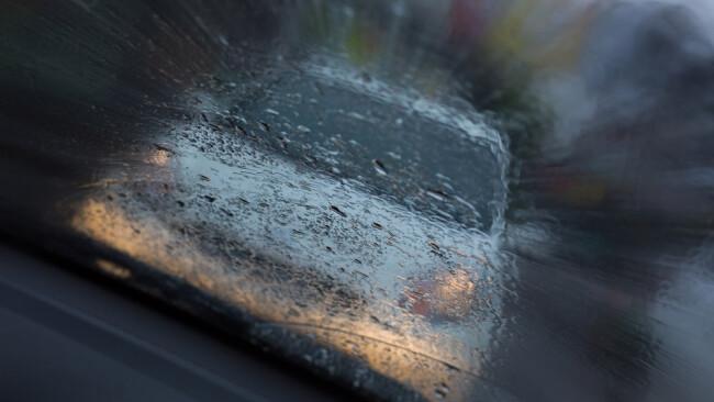 Kollision Auffahrunfall Unfall Schleudern Regen Verkehrsunfall Symbolbild