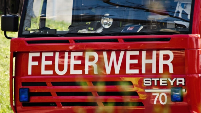Die Feuerwehr steht vor einer schwierigen Aufgabe (Symbolbild)