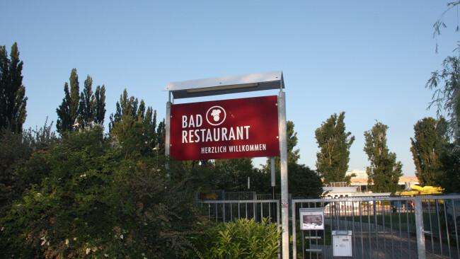 440_0008_7704293_mat40rv_badrestaurant.jpg
