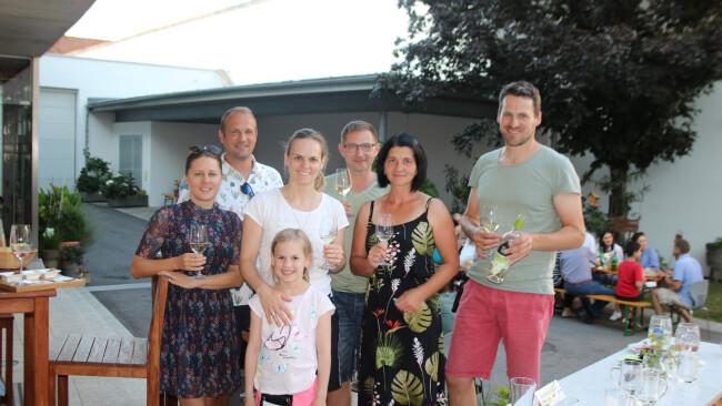 opu28_2020dida_weingut iby-lehrner_genusstag_crew_gäste (Large).jpg