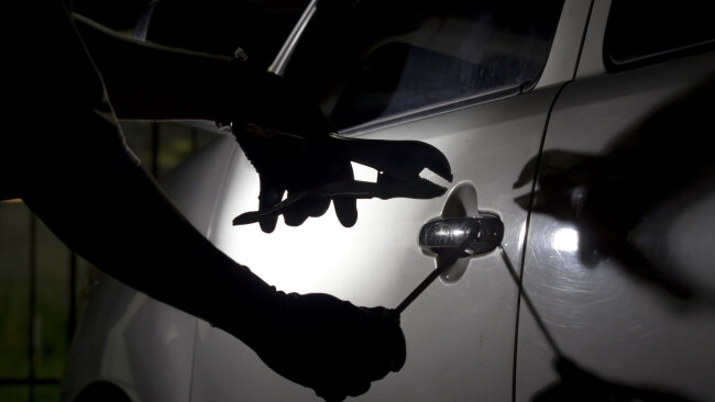 Autodieb Autodiebstahl Kfz-Einbrüche Kfz-Einbruch  Kfz-Einbrecher Pkw-Einbruch Pkw-Einbrecher Pkw-Dieb Symbolbild