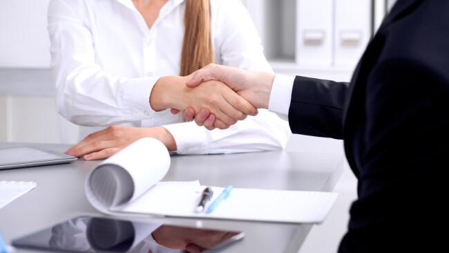 Arbeit Bewerbungsgespräch Job Symbolbild