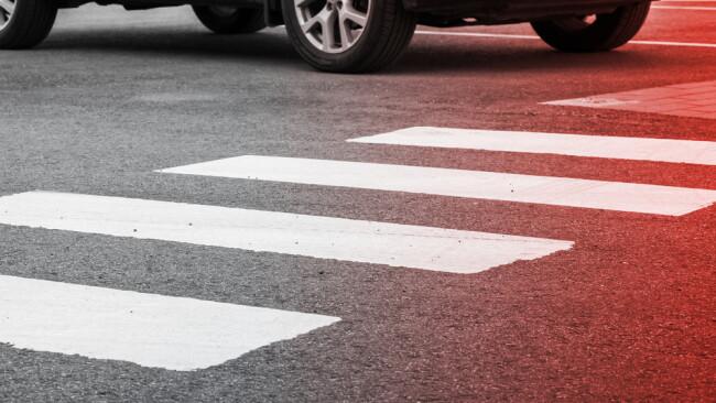 Schutzweg Zebrastreifen Symbolbild