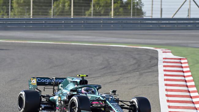 Vettel in seinem neuen Dienstwagen von Aston Martin