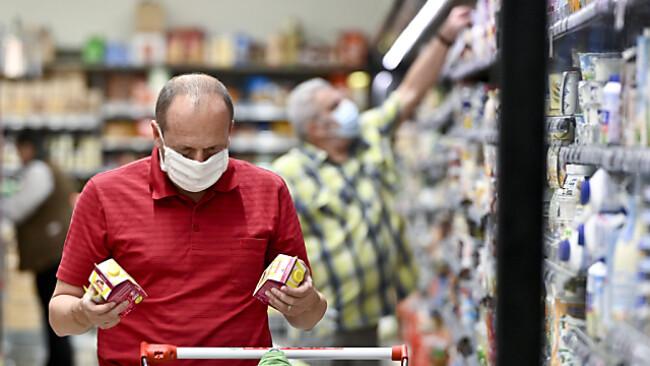 Auch im Supermarkt könnten die Masken fallen.