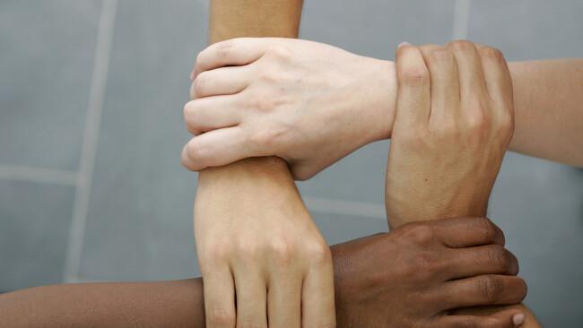 Integration Helfen Hände Zusammenarbeit Symbolbild