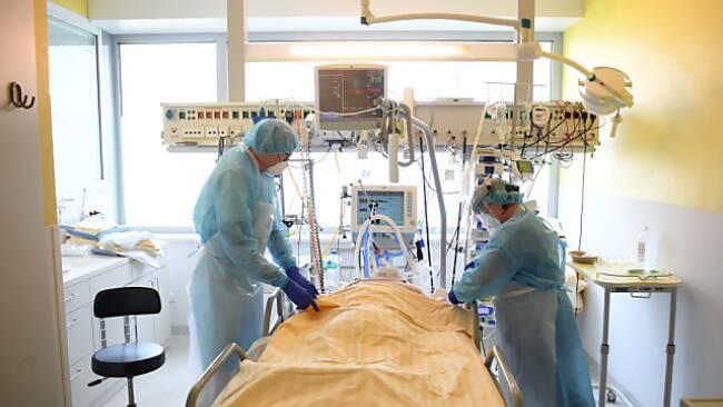 Personal muss wieder auf Intensivstationen verlegt werden