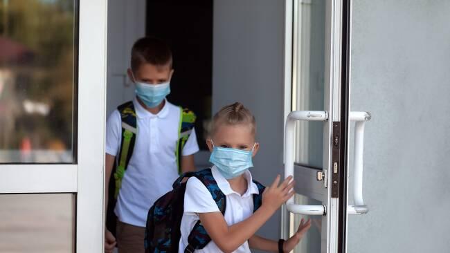 kinder schule maske symbolbild