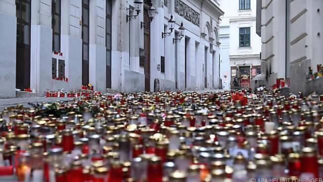 Gedenkkerzen für die Wiener Terroropfer