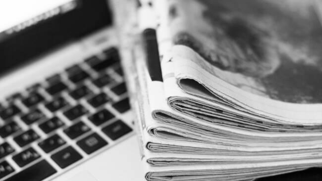Zeitungen Zeitungsstapel Symbolbild