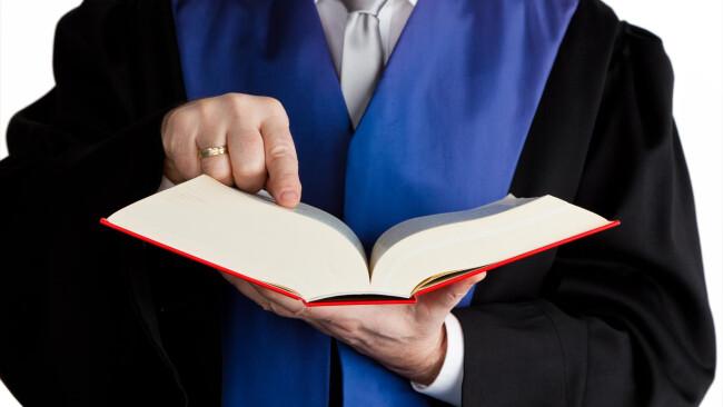 Richter mit Gesetzbuch Richter Gericht Justiz Verhandlung Gerichtsverhandlung Urteil