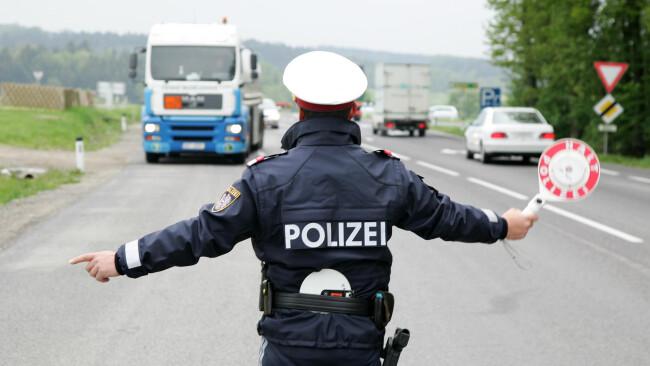 Verkehrskontrolle Kontrolle Polizei Radar Verkehrskontrolle [ NUR FUER REDAKTIONELLE VERWENDUNG! NO MODEL-RELEASE! NUR POSITIVE TEXTE!