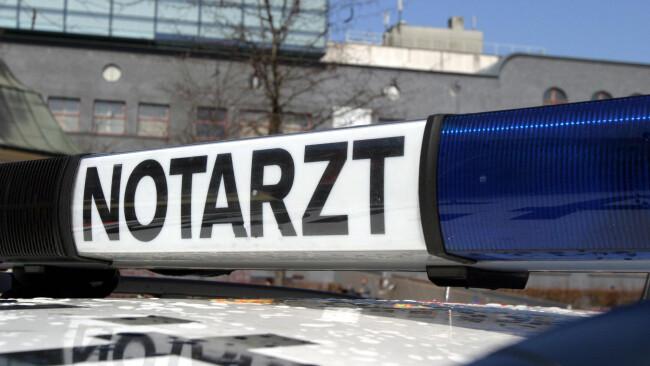 Rotes Kreuz Rettung Notarzt Unfall Krankenwagen Blaulicht Sirene Feuerwehr Polizei