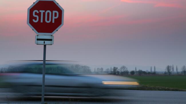 Stop-Schild, Autoraser - stop sign, speeder Raser Stop-Schild, Autoraser -stop sign, speeder