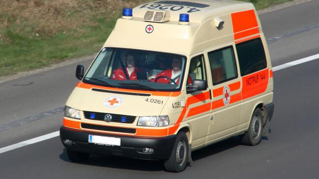 Rotes Kreuz Rettung Notarzt Unfall Krankenwagen