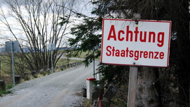 Oesterreichische Grenzuebergangsstelle Staatsgrenze Grenze Grenzübergang