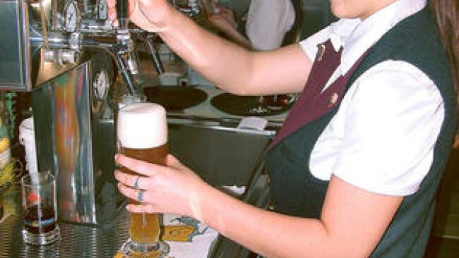 Kellnerin Bier