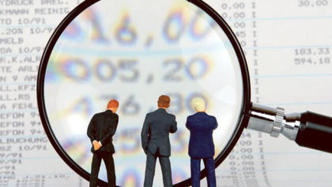 Symbolbild Bilanz Analyse Prüfung Statistik