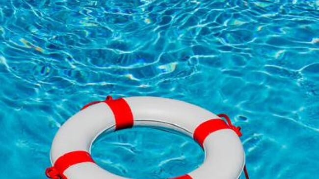 Web-Artikel 188554Rettungsring für die Poolbesitzer. Die rund 500 Euro Gebühren könnten den Poolbesitzern erspart bleiben. In der ÖVP regt sich Widerstand.
