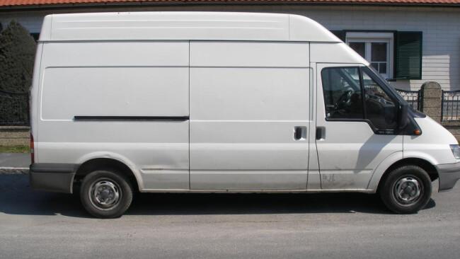 Weißer Kastenwagen Symbolbild