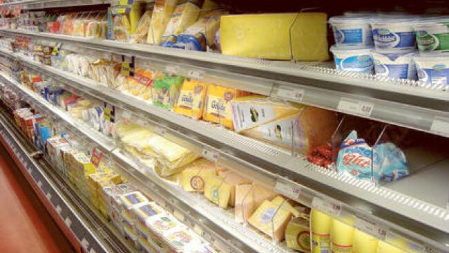 Regale im Supermarkt - shelf in a supermarket Nahversorger Nahversorgung Symbolbild
