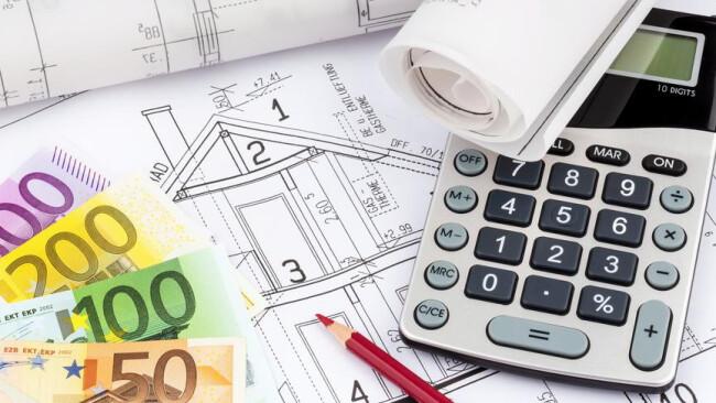 Jennersdorf alter Frankenkredit wird zum Problem Hausplan mit Taschenrechner