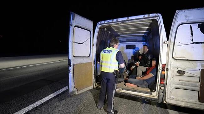 Flüchtlinge zahlen rund 10.000 Euro für die Schleppung