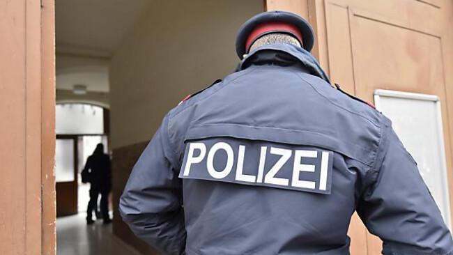 Polizist Symbolbild Polizei